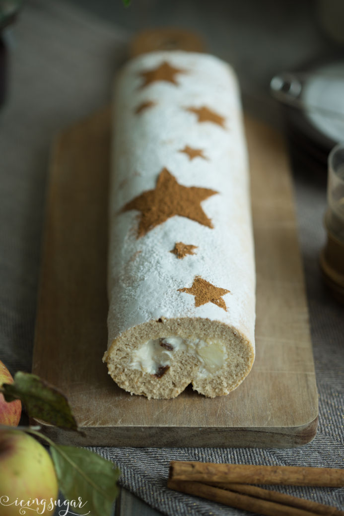 Apfelstridel Roulade (Apple Strudel Swissroll) by Icing-Sugar.com
